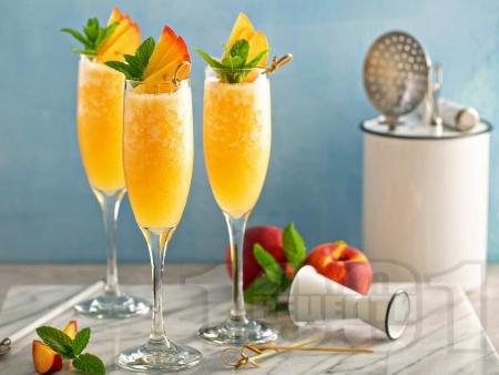 Коктейл мимоза с манго, ананас и портокал - снимка на рецептата